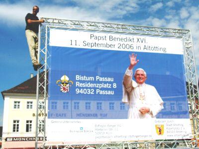Mesh-Netzplane für den Papst Besuch