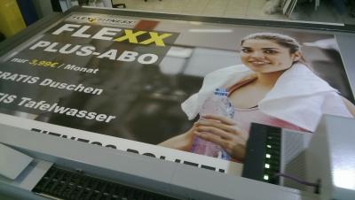Firmenschild aus PVC-Hartschaumplatte