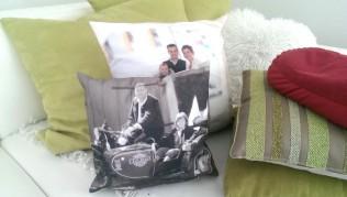 Fotokissen auf dem Sofa