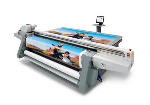moderner Digitaldrucker für Werbeplanen